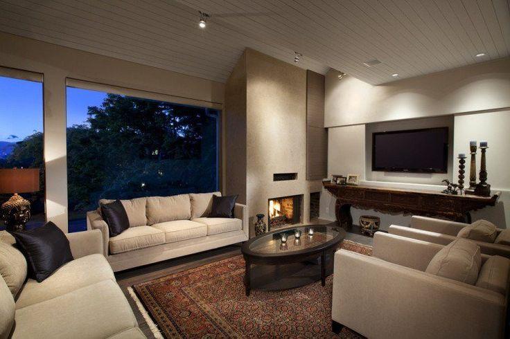 grand salon contemporain avec tapis persan en couleurs terreuses