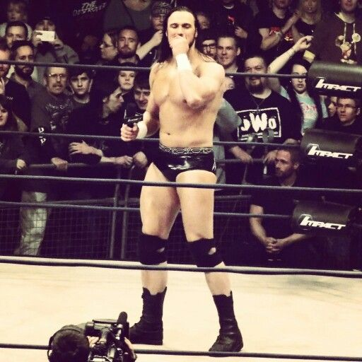 How cute is this? Because the arena was cheering for him. Drew Galloway.