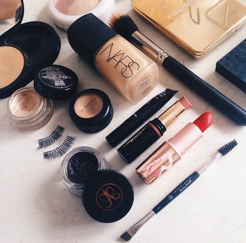 Image via We Heart It https://weheartit.com/entry/158592276/via/455905 #bedroom #chanel #classy #Dream #expensive #eyebrows #eyelashes #eyes #face #forever #girls #hipster #kiss #lips #lipstick #luxury #mac #makeup #mascara #Maybelline #models #nails #nars #pastel #red #rich #romantic #women #khloekardashian #kyliejenner