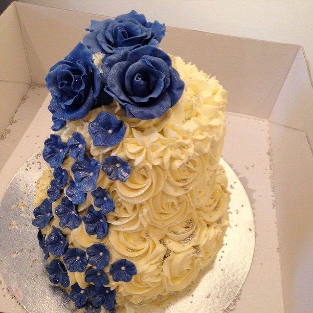 Hoppas gårdagens brudpar hade en fantastisk kväll! #wedding #bröllop #party #fest #rose #ros #flowers #handmade #sugarpaste #sockerpasta #spritsad #homemade #hembakad #hallon #dumle #göteborg #linné #gbgftw #stjörgenparkresort