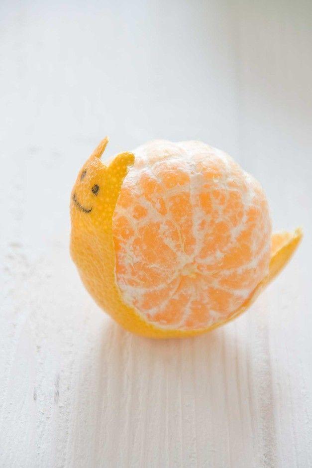 Mandarinenschnecke Nette Idee fürs Vesper im Kindergarten Das Auge isst mit! 27 Ideen für kreatives Kinder-Essen - www.ruhrpottKIDS.com