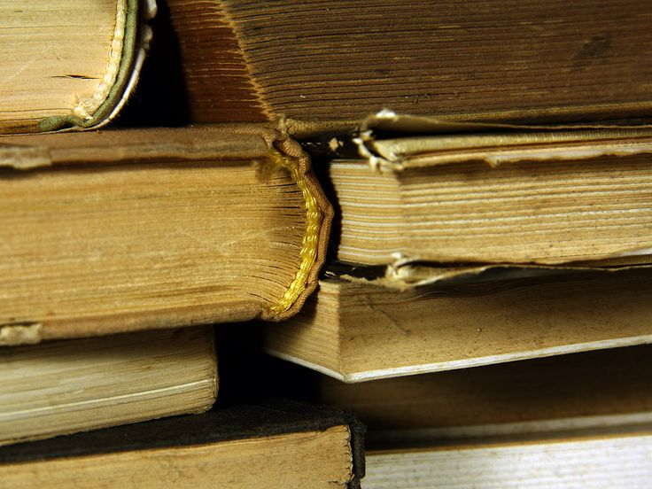 Old books. Free wallpaper - 1400x1050 and 1024x768 px