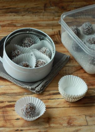 Yes, there is such a thing as sugarplums and they really are good eats. Plus you can make them ahead of time if you're entertaining.