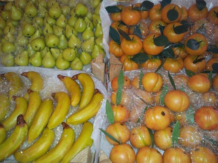 Frutta mista in pasta reale..