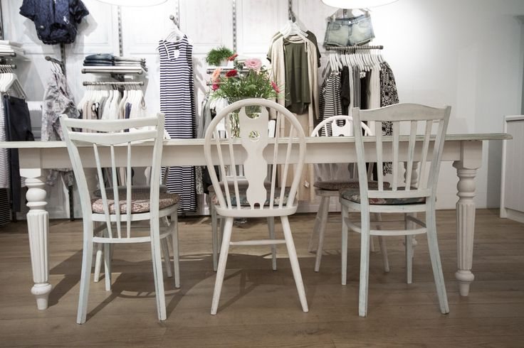 White table with different chairs in brocante style