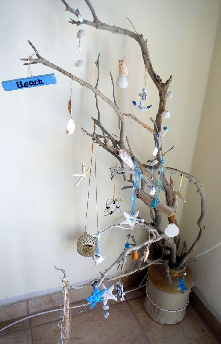Driftwood with shells and nautical decoration for the corner of the living room - Beach House