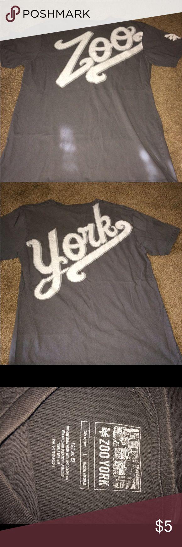 Zoo York t shirt 🎈 Size large gently worn, smoke free home Zoo York Shirts Tees - Short Sleeve
