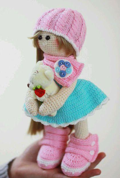 Купить или заказать Вязаная девочка в интернет-магазине на Ярмарке Мастеров. Кукла связана крючком из акрила. Одежда не снимается.