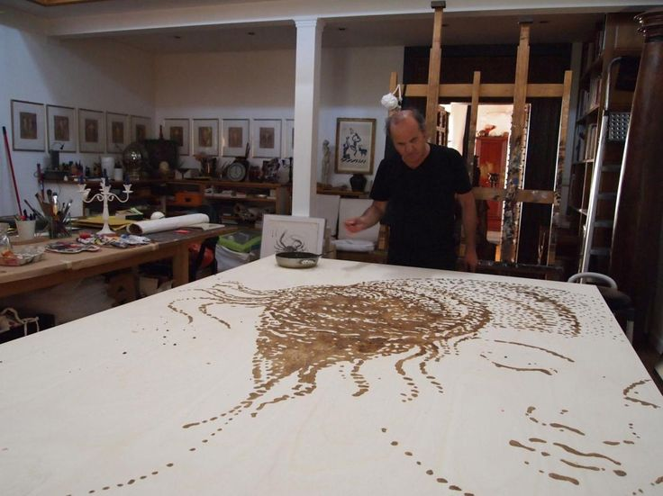 Omar Galliani al lavoro nel suo studio Omar Galliani at work in his atelier © Luca Trascinelli