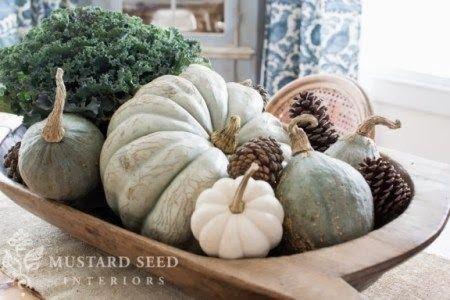 13 Ideas for Modern Thanksgiving Decor- think mixing metals, balancing shiny with natural elements and more. @craftytexasgirls.com #fall #mo...