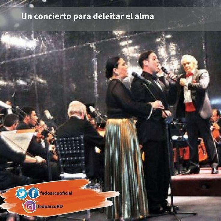 La Filarmónica Molina inició con el instrumental Waltz of the Flowers de Piotr Ilich Tchaikovsky. Para dar paso al trabajo orquestal fascinante e impecable en el que destacó sobre todo la sección de cuerdas. Este lucimiento se llevó al máximo con la participación de la violinista Militza Iankova y la violonchelista Milena Zivkovic con el Concierto para Violín y Cello de Antonio Lucio Vivaldi y Csárdás de V. Monti.
