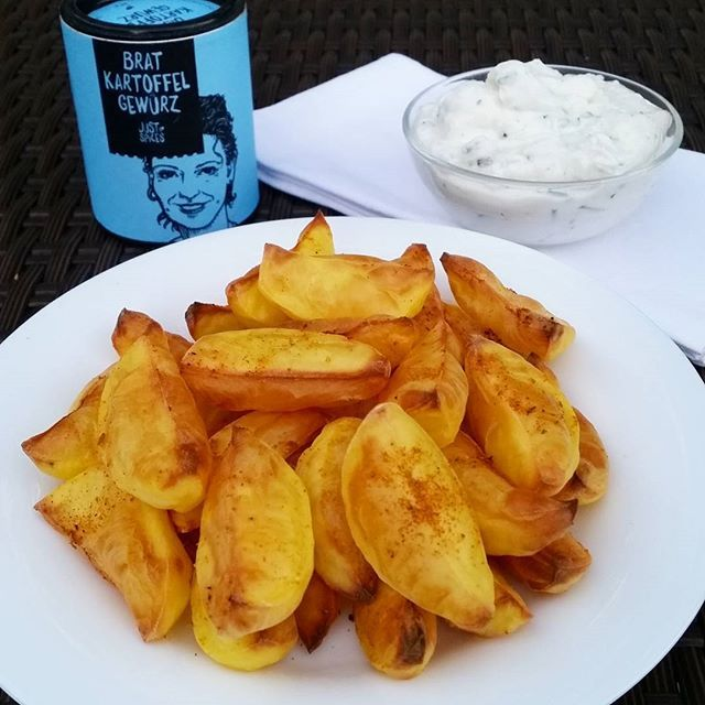 """Finally dinner Potato wedges with herb quark I seasoned the potatoes with the fried potatoes seasoned salt from @justspices"""" Photo taken by @claudiaweissmann on Instagram, pinned via the InstaPin iOS App! http://www.instapinapp.com (09/29/2015)"""