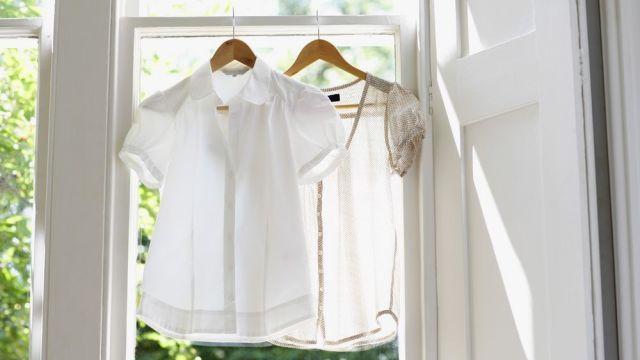 Čo robiť, aby biele tričko pri praní nezošedlo a čierne nevybledlo: 6 trikov, s ktorými budú žiariť   Casprezeny.sk