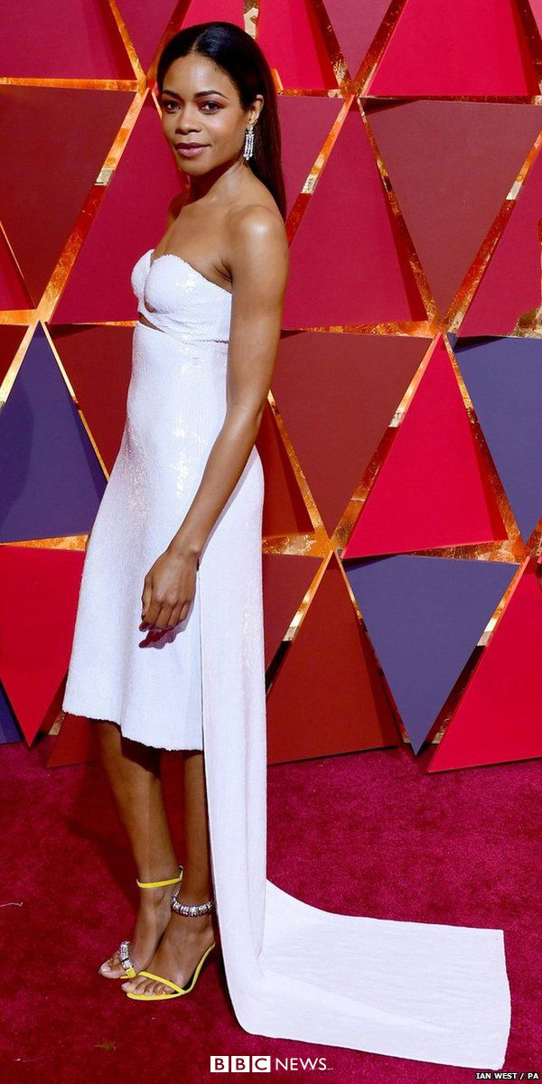What's your stand out Oscars dress of the night? Our expert gives the fashion Oscar to best supporting actress nominee Naomie Harris in Raf Simons for Calvin Klein.