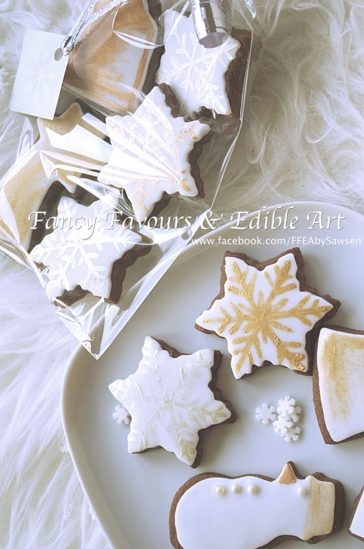 Elegant iced winter cookies | Fancy Favours & Edible Art -- #white #silver #gold #metallic #handpainted #iced #christmas #engagement #winter #gift #snowman #cookie #cookies #snowflake #chocolate #vanilla #treats #favours #weddingfavours #wedding #handmade #edibleart