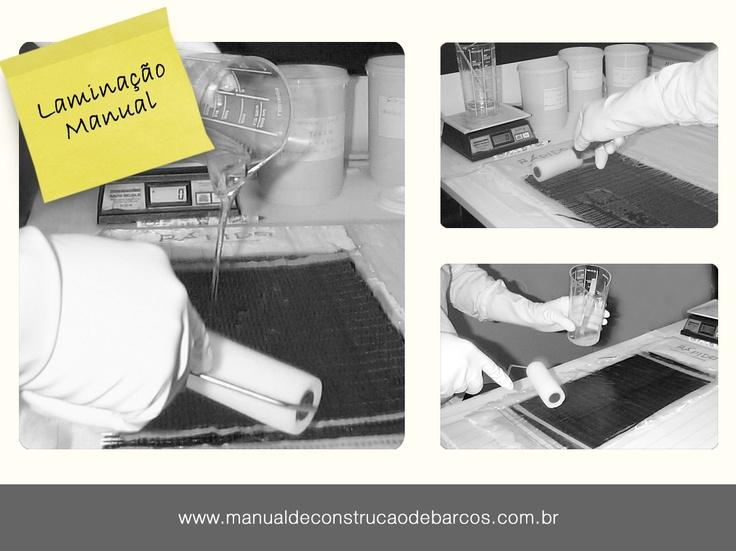 """MECANISMO DE CURA  """"Geralmente para o uso de resinas poliéster, que contenham um poliéster insaturado dissolvido em monômero de estireno, elas são aditivadas com inibidores para dar maior estabilidade de armazenamento, evitando que o monômero e a parte polimérica reajam entre si antes da adução do catalisador.""""  Saiba sobre o tempo de cura das resinas no livro Métodos Avançados de Construção em Composites.  www.manualdeconstrucaodebarcos.com.br"""