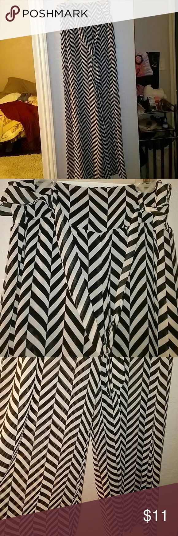 High waist Flare pants Black and white chevron design flare pants. Never worn Pants Wide Leg