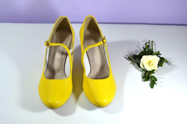 Žluté svatební boty, žlté svadobné topánky, žluté lodičky, žlté lodičky, Yelow bridal shoes, T-styl, model Carla Z a výběr střihu, podpatku i dalších úprav dle přání klientky. Exkluzívní pravá kůže banánová, real leather. Navrhni a uprav si topánky podľa seba.