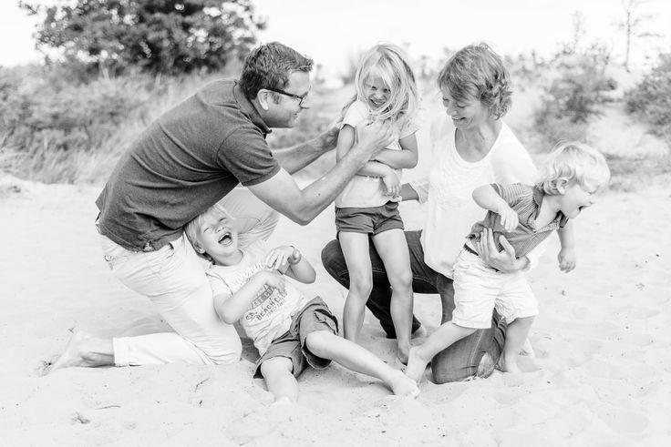 Familie fotoshoot in de duinen van Bloemendaal door Happy Photographer
