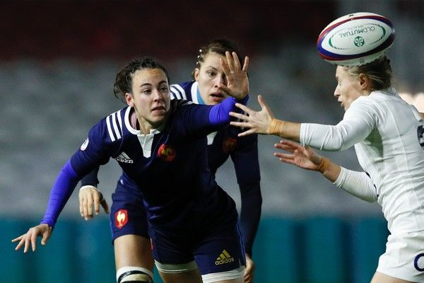 France's scrum-half Yanna Rivoalen (L) vies with England's scrum-half Natasha Hunt (R) during the Old Mutual Wealth Series international women's rugby union match between England Women and France Women at The Stoop, in Twickenham, south west of London, on November 9, 2016.   / AFP / Adrian DENNIS