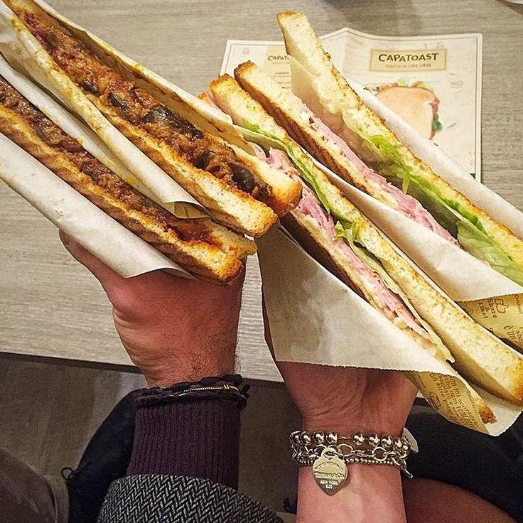 A sinistra un IRRESISTIBILE (Parmigiana di melanzane). A destra un SOAVE (Cotto di Praga, fiordilatte dei Monti Lattari, insalata). Voi a quale dei due dareste un bel morso?  #capatoast #food #toast