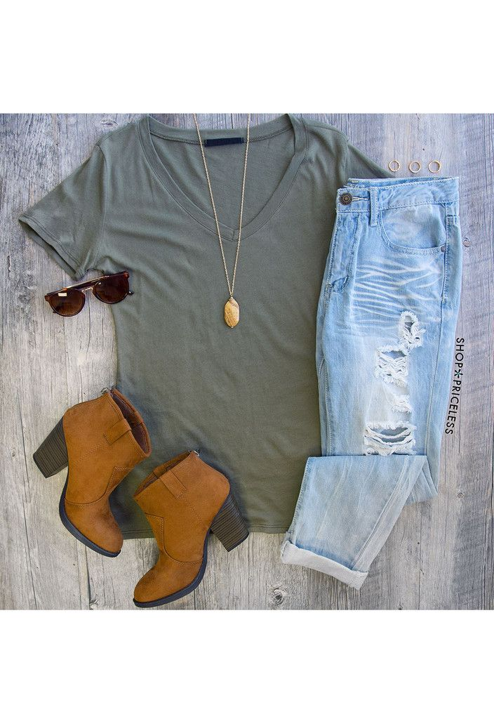 If I had one outfit that would describe me, this would be it! Minus the rips in the jeans everything is just perfect!