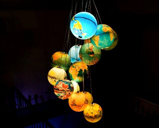 Glowing Earth Chandelier Uses Recycled Globes - My Modern MetropolisIdeas, Lights Fixtures, Little House, Trav'Lin Lights, Globes Chandeliers, Maps, Globes Lights, World Globes, Globes Lamps