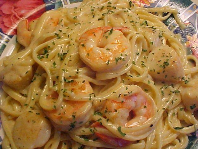 la table en fête : Linguine sauce crémeuse aux crevettes et aux pétoncles