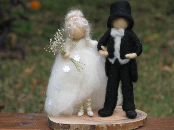 Just married needle felted couple by Made4uByMagic on Etsy ♡