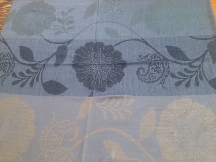 PA007 Pasmina ukuran 70 cm x 176 cm kain lembut, tidak transparant, mudah di bentuk dan sudah ada pinggiran Dengan 3 jenis warna dan motif di setiap pasmina yang paling penting memenuhi tuntutan syari'i Price: KrW 20000