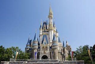 Tempat wisata terbaik Jepang selanjutnya adalah Disneyland. Disneyland Tokyo adalah sebuah taman rekreasi yg juga merupakan taman rekreasi Disneyland yg dibangun pertama kali diluar Amerika Serikat. Dibuka pada tanggal 15 April 1983 dan dibangun oleh Walt Disney Imagineering.