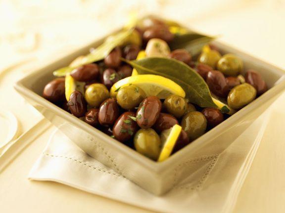 Marinierte Oliven ist ein Rezept mit frischen Zutaten aus der Kategorie Fruchtgemüse. Probieren Sie dieses und weitere Rezepte von EAT SMARTER!