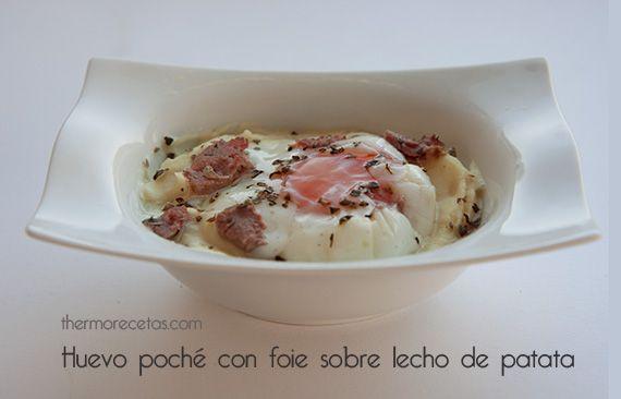 Sobre un lecho de puré de patata descansan un huevo poché y unas lascas de foie que se funde ligeramente al calor. Un plato sencillo hecho íntegramente con Thermomix.