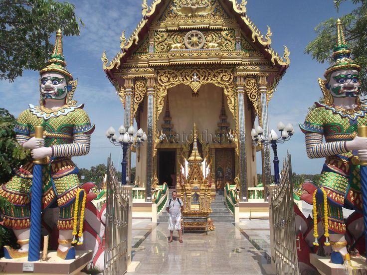 Прошло уже больше года, как доллар стал стоять больше 50 рублей, и надежда, что всё вернется, с каждым днем угасает. Поэтому как никогда, встает вопрос для желающих отдохнуть в Стране Улыбок: «Как съездить в Тайланд недорого?».