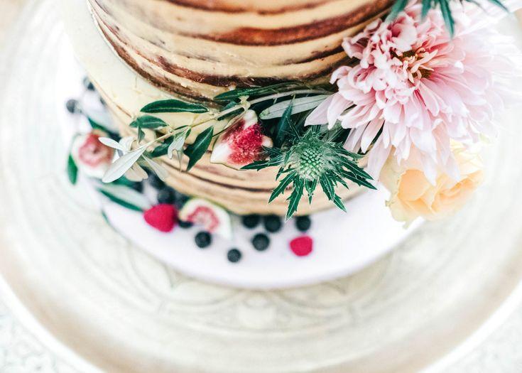 Naked cake by Amandine Marrakech | Destination wedding photography Kasbah Bab Ourika Morocco