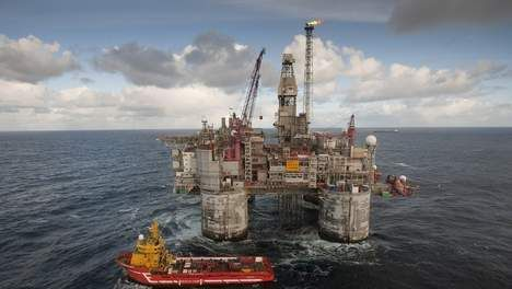 © EPA. Boorplatform van het Oseberg-olieveld in de Noordzee. Noorwegen heeft zijn olie-inkomsten altijd opgepot. Het oliefonds heeft 117¿duizend euro per Noor in kas.
