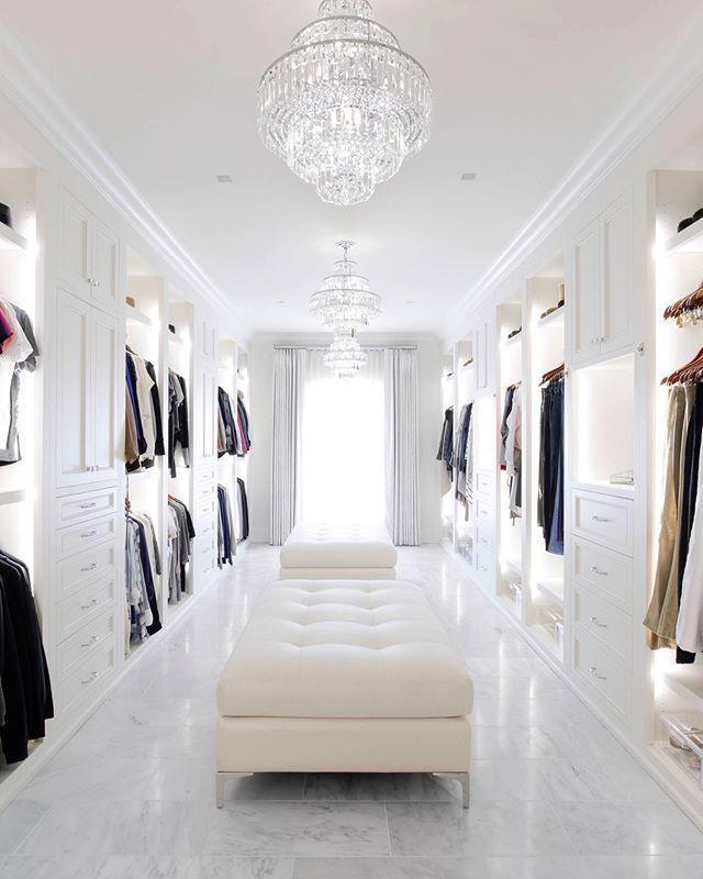 Begehbare Kleiderschränke. Groß oder klein, ein begehbarer Kleiderschrank ist