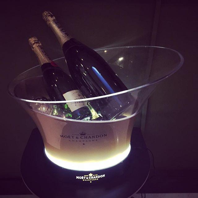 Herkullinen ilta hyvässä seurassa. Perfect evening with #moetchandon and tastefull dinner of #Långvik #champagne #långweekend #langvikhotel http://www.langvik.fi/