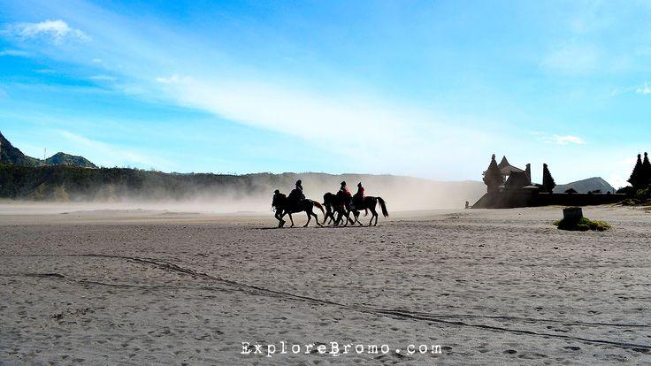 Orang Tengger dan Lautan pasir Bromo
