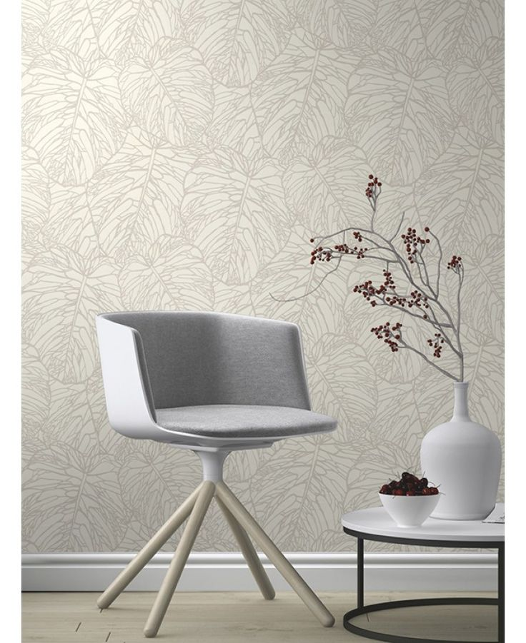 This Leaf Pattern Wallpaper in white and silver features a stunning cut out metallic tropical leaf design. Free UK delivery available
