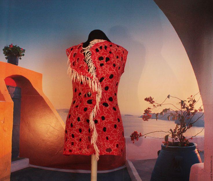 Купить или заказать 'Очарование ' авторский жилет - войлок в интернет-магазине на Ярмарке Мастеров. Жилет 'Очарование' бесспорно станет Вашим любимцем. Теплый, легкий, оригинальный! Прекрасно подойдет как к юбке, так и брюкам. Все сезонная одежда. Хорош для весны и осени, для зимы и прохладных летних вечеров . Жилет цельно валяный, ажурный, очень мягкий и пластичный, легкий и теплый, практически не весомый, нежный, не колется. Жилет свалян из мериноса 18 мк, декорирован шерстя...