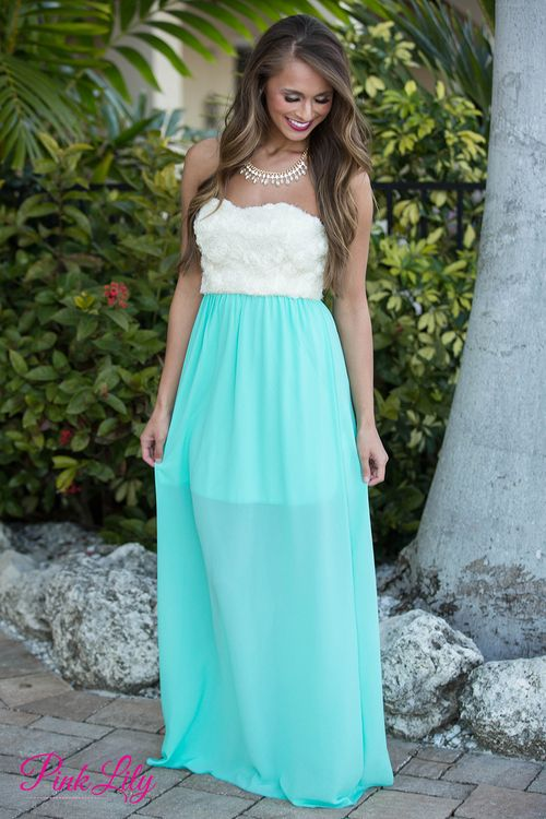 You'll grab everyone's attention in this elegant maxi! From the beautiful ivory detail at the top to the flowy mint chiffon skirt, we couldn't be more in love! Has lining underneath to mid-thigh and slight padding in the bust.