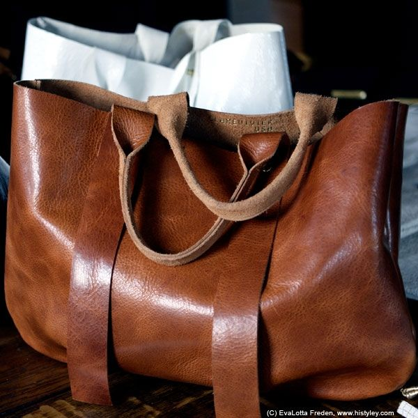 THE PERFECT BAG! La Tropezienne leather tote bag by Clare Vivier