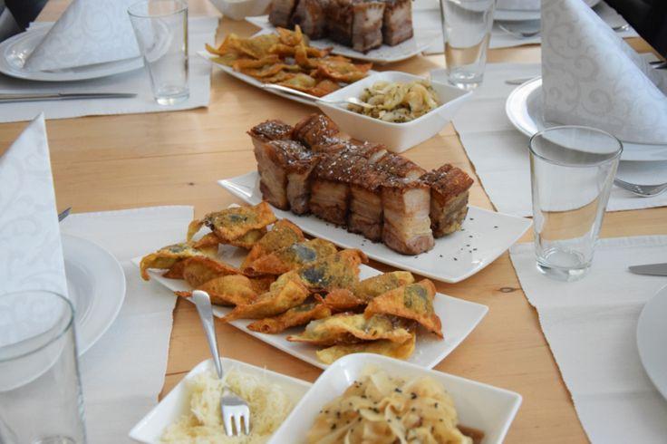 von kuechenereignisse.com  Schweinsbrüstl mit Leberwurst- und Blunzntascherln, dazu Bierrettich