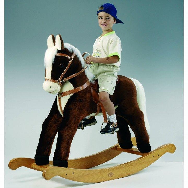 Un auténticocaballito balancín, para niños. Incluye todos los detalles necesarios, como la silla de montar, riendas, bridas o estribos.