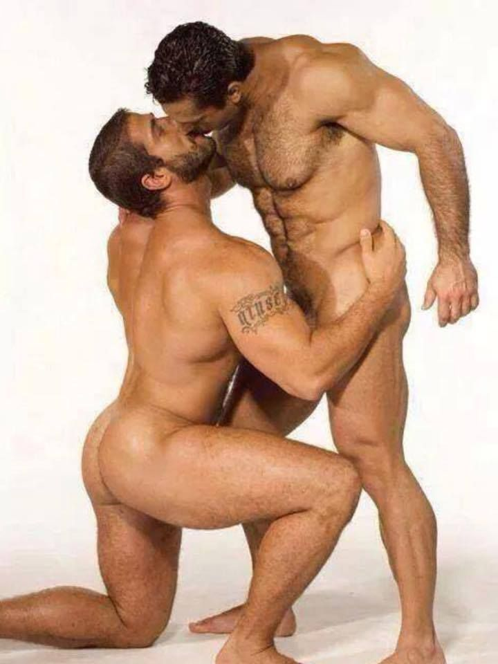 Hot guys kissing naked