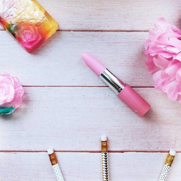 Dzisiaj tworzę kolejny wpis na bloga mam nadzieję że uda mi się go opublikować w kolejnych dniach 💋 www.FEMMIND.pl 💕 miłego poniedziałku Instaludki 💛  .  .  .  .  .  .  .  .  .  .  #polishgirl #polskadziewczyna #instadaily #polishblogger #lifestyle #pink #pinkstyle #photooftheday #picoftheday #instapic #blog #instablog #ddob#ddobinsta #instaphoto #flatlay #goodvibes #slaytheflatlay #instagood #blogging #amazing #igers