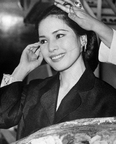 maybe the most beautiful first lady ever, one of sukarno's wife...