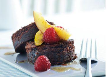 Jeg er vild med chokolade, og denne kage er lynhurtig at røre sammen. Servér den til sorbet, frugter, eller som den er
