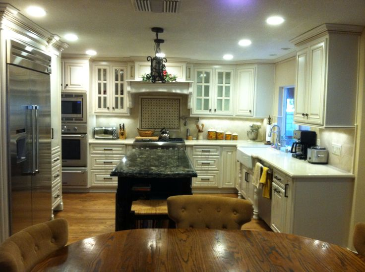 Pearl White Cabinets With Caramel Glaze Caesarstone